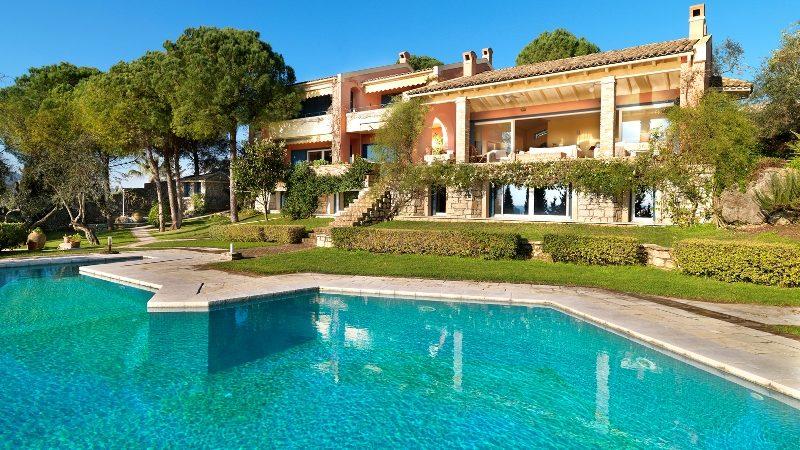 Villa with pool in Corfu
