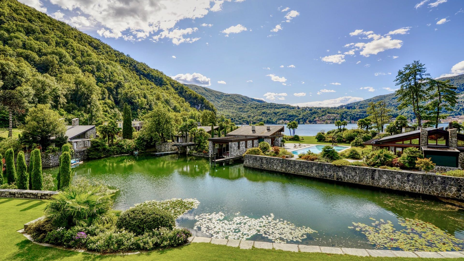Splendid views of the lake