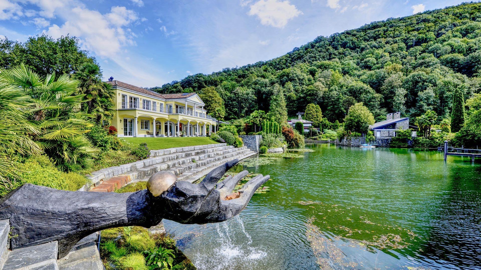 Lakefront luxury villa