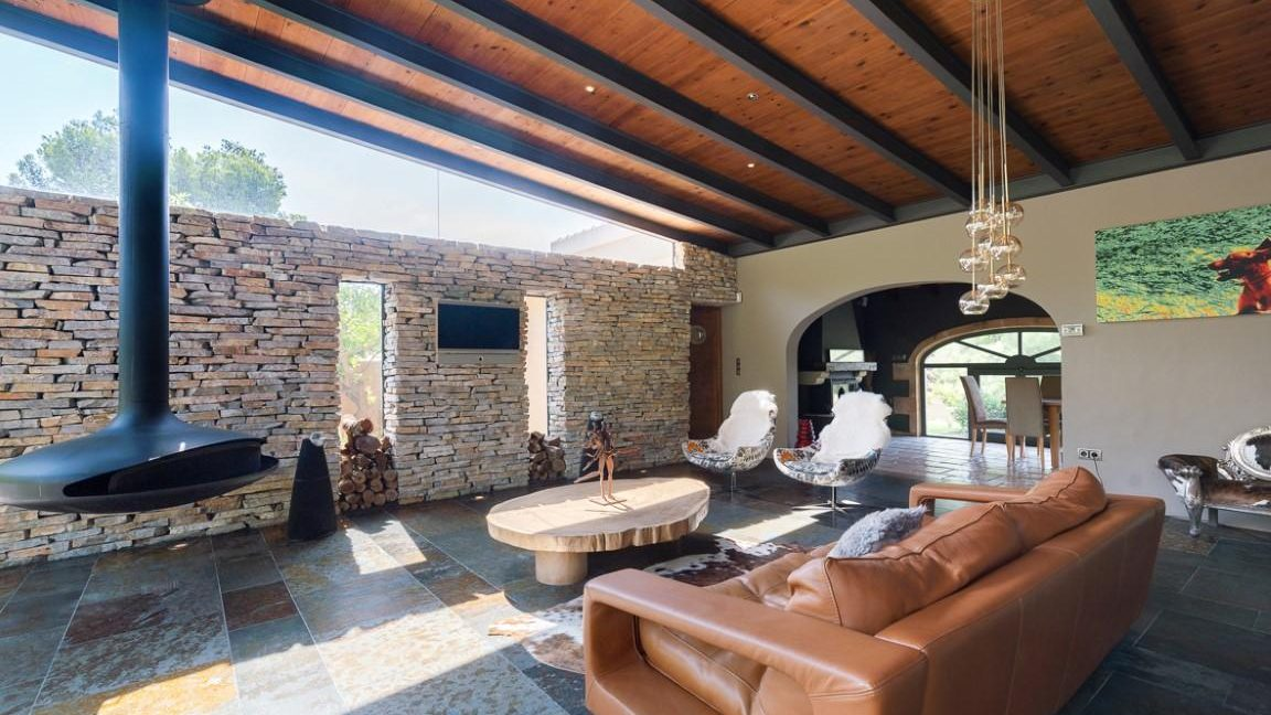 Superb modern fireplace in this singular property in Costa Blanca