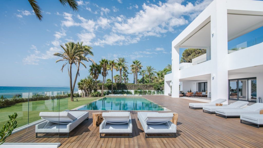 Beachfront Luxury villa for sale in Estepona with pool