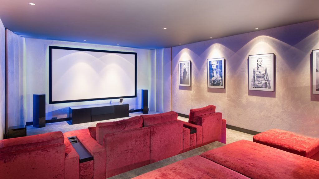 Home with cinema room for sale in Estepona