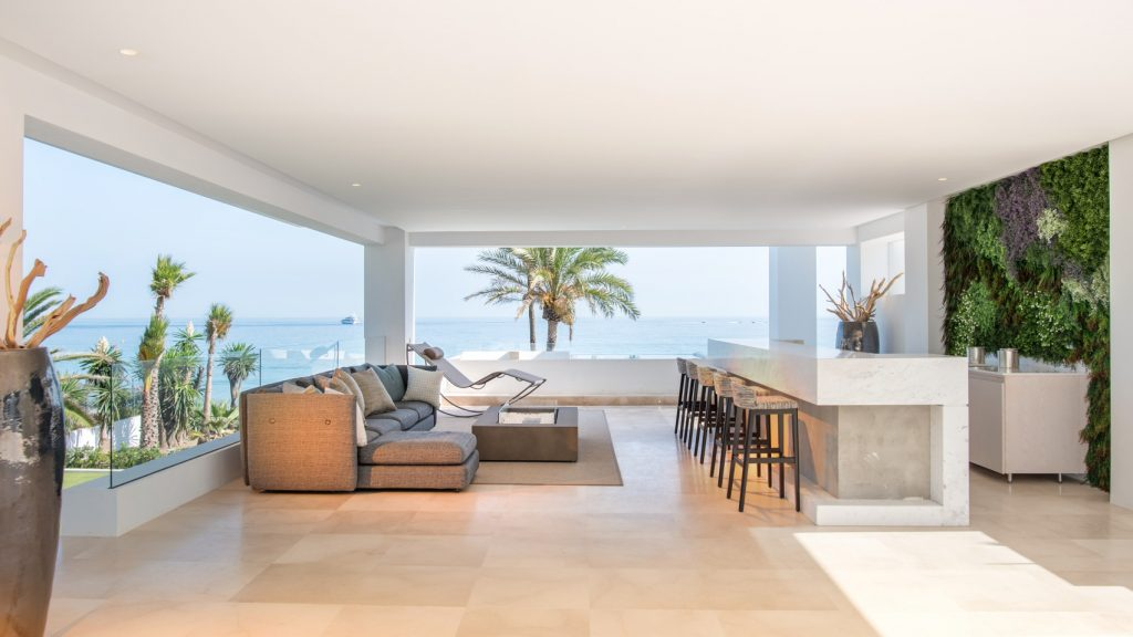 Terrace with sea views - luxury villa in Estepona