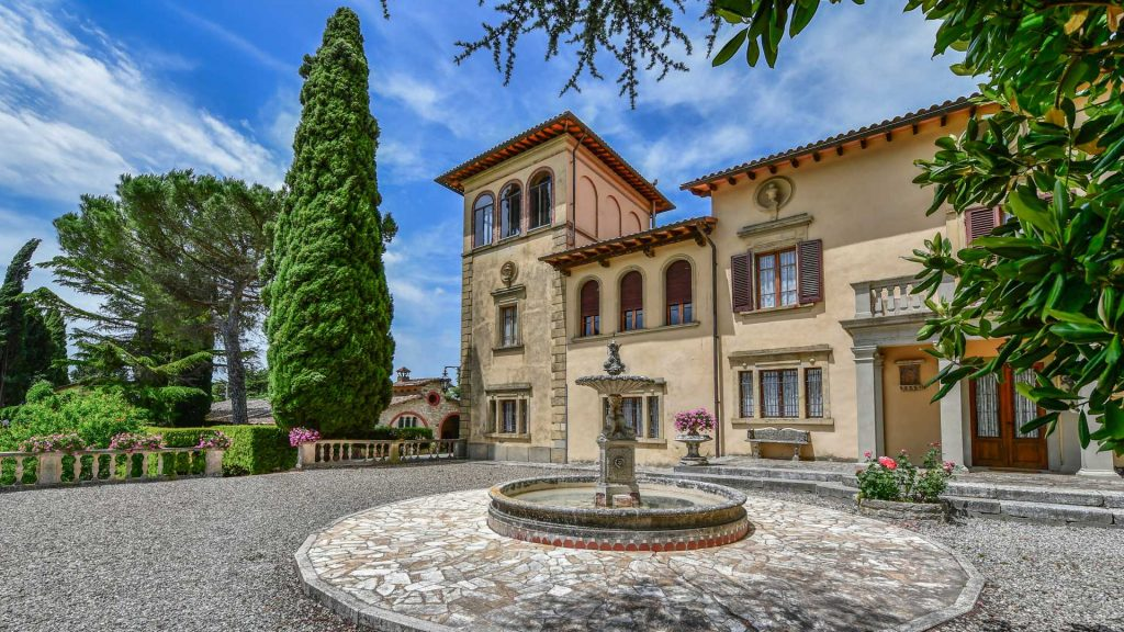 Vanvitelli-style villa located in Castellina, Tuscany