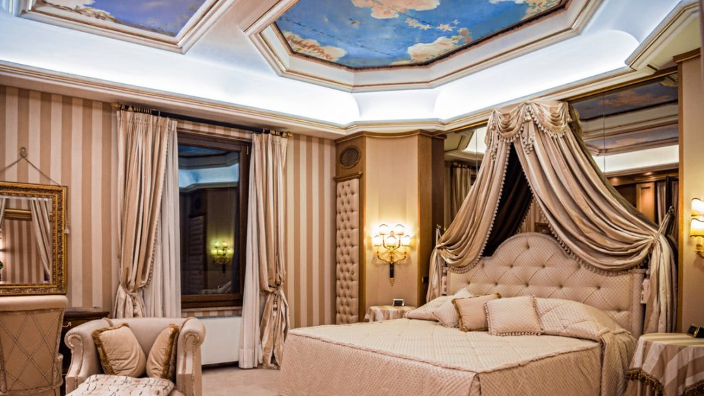 Bedroom with views in Rome