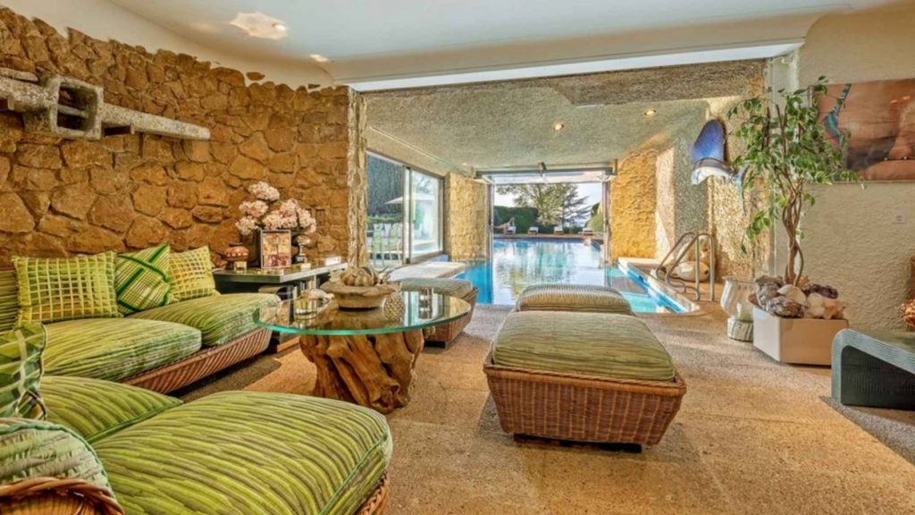 Sitting room with indoor pool