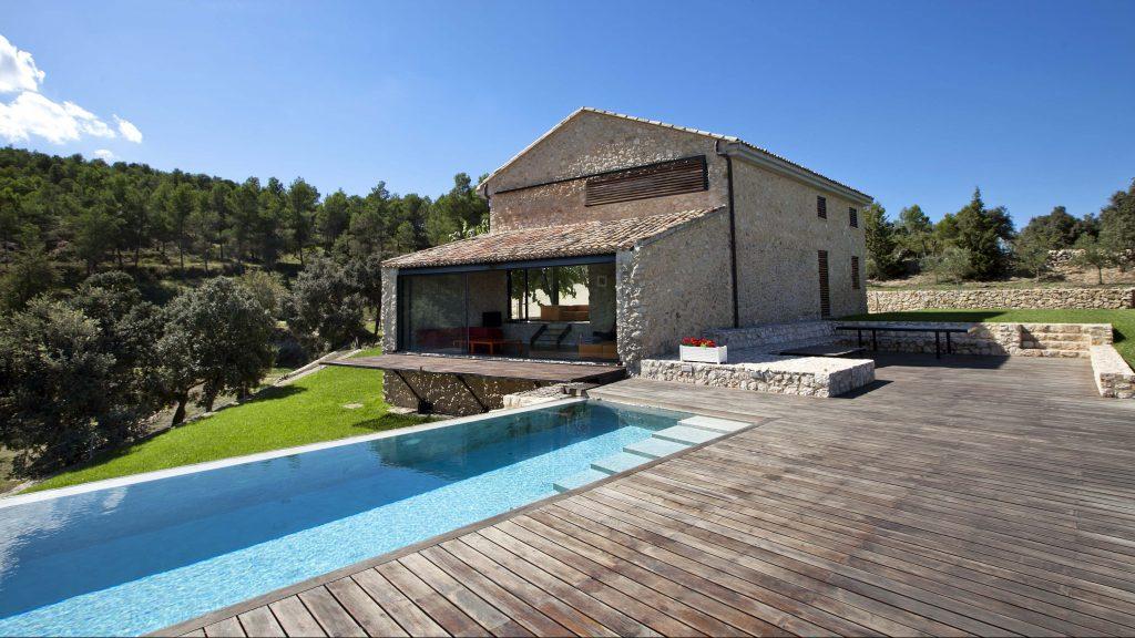 Modern country house in Sierra de Mariola