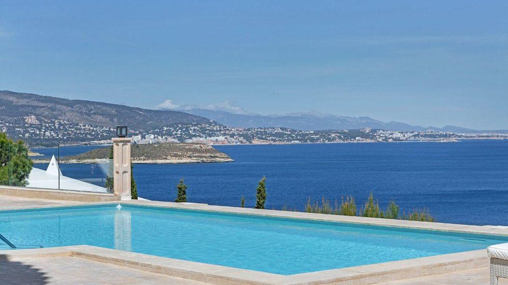 Pool with sea views in Mallorca
