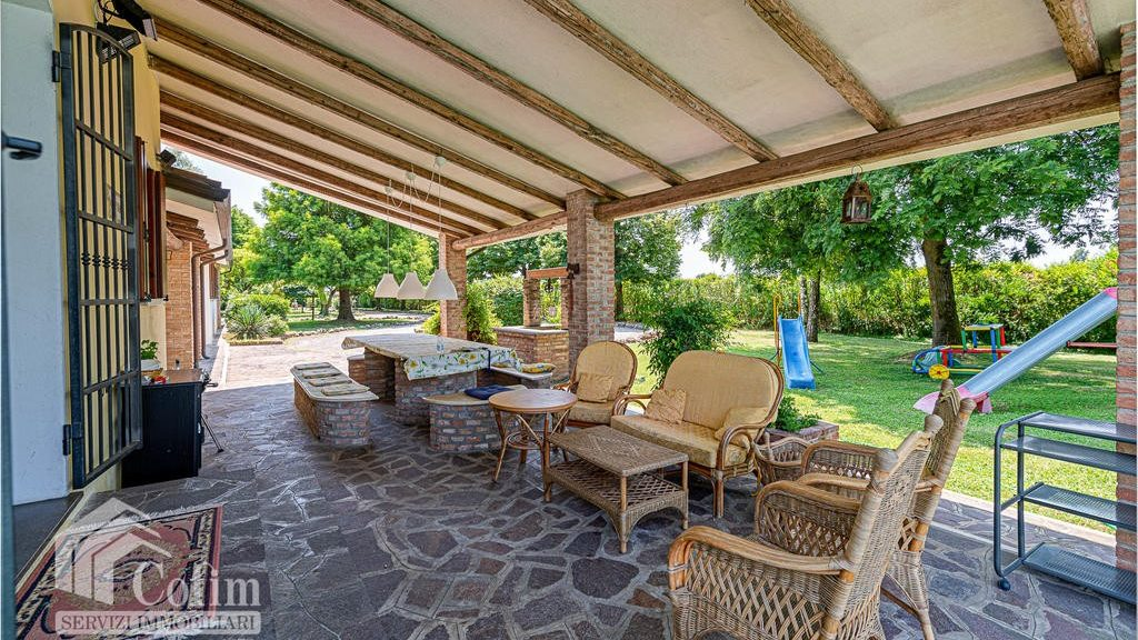 Covered terrace with chill out area