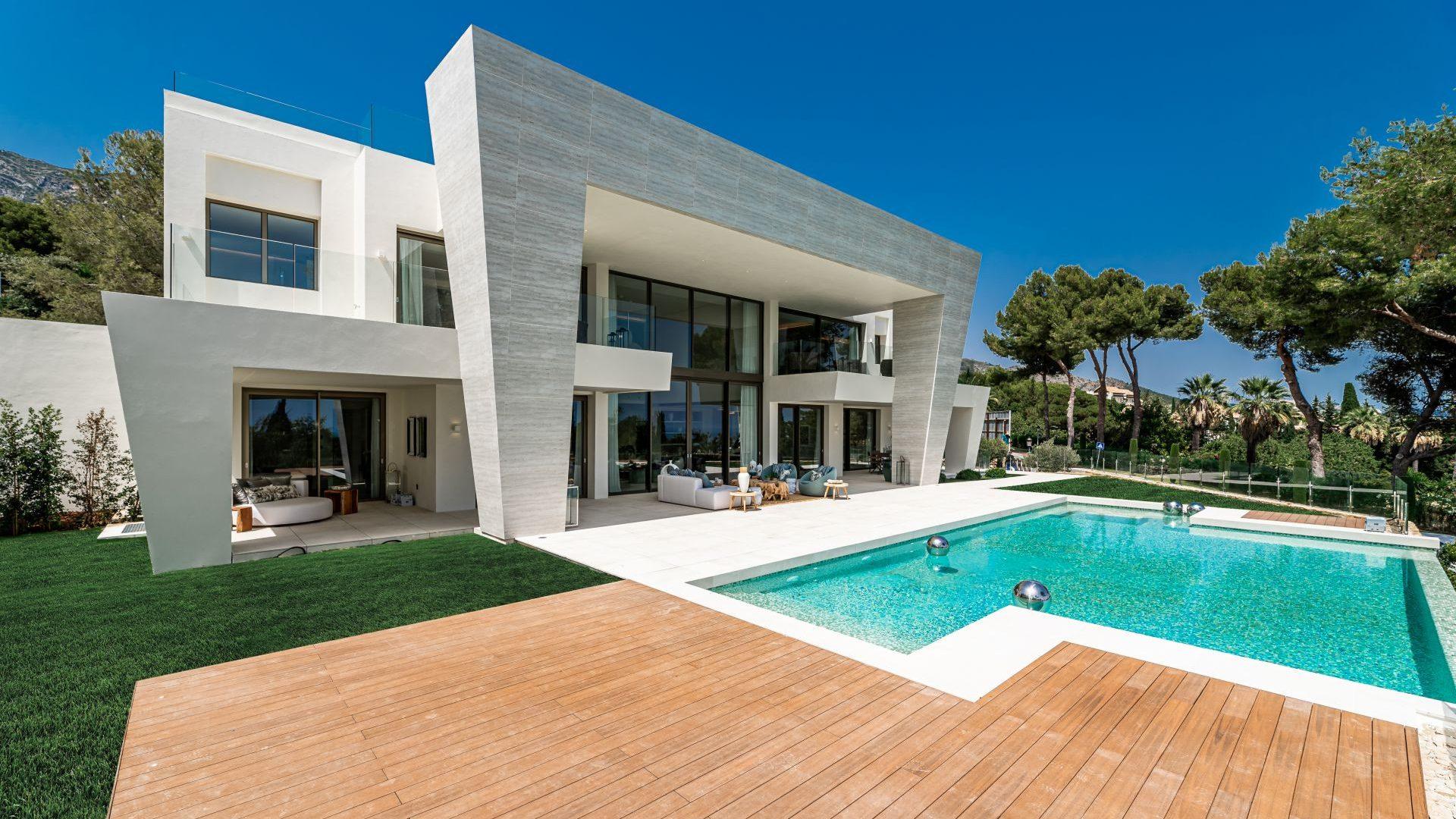 Ultra-modern design villa in Marbella Golden Mile