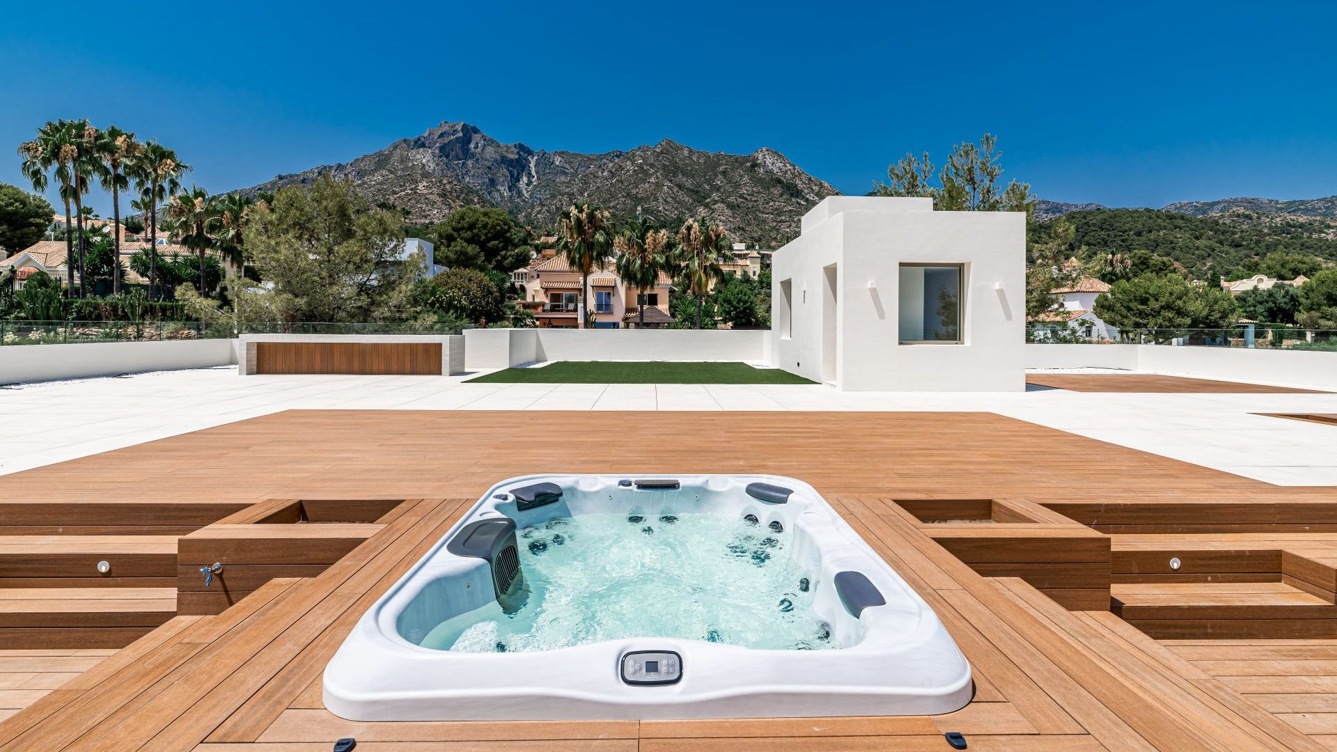 Jacuzzi with mountain views