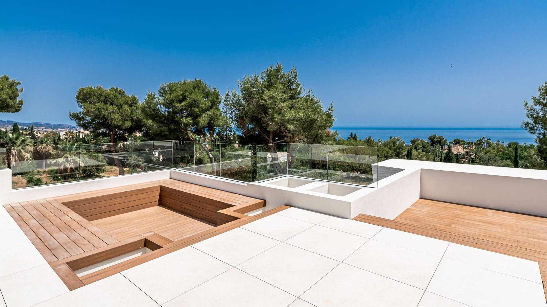 Impressive Jacuzzi offering sea views