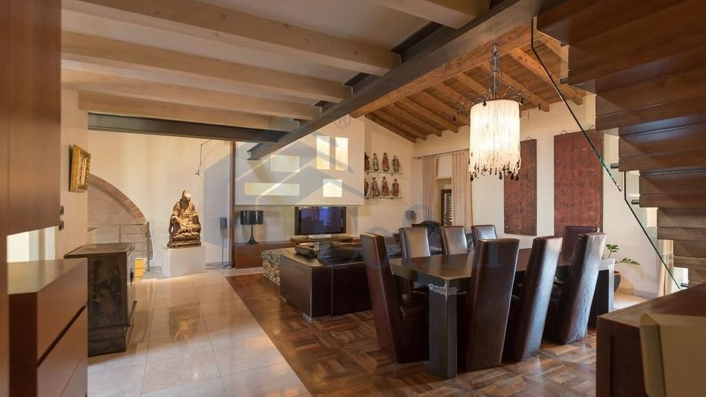 Occidental-like living room